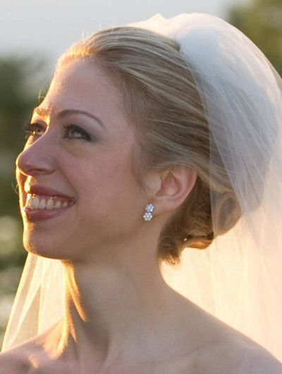 The Bride Wore Fl Earrings Her Mother Pink Dr B Ops Clinton Affair